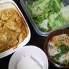 タンドリーチキン、レタスサラダ、スープ