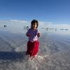 ウユニ塩湖でこどもの鏡張り写真を撮るのは至難の業!(ボリビア