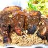 ジャマイカ料理レストランがオープン。ジャークチキンのスパイスとハーブのパンチの効いた味。結構いけます。