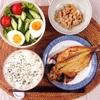 あじの開き焼き、レタスときゅうりと玉子のサラダ、小粒納豆。