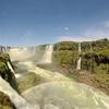 イグアスの滝全体を見る