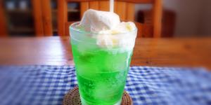 【孫たちも大好き】純喫茶のメロンクリームソーダがおいし過ぎる。