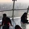 スリル満点!。度胸が試される「透明な展望台」。  上海テレビ塔(オリエンタルパールタワー)その2  Transparent Observatory