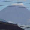 電線と富士山と傘雲