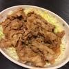 【メイン】今日の豚小間生姜焼きは、キャベツもりもりつゆだくバージョンで。