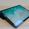 10.5インチに続いて、iPad Pro 11インチ用に1,180円で買ったレザー調ケースがいい感じ。