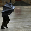 【防災グッズ】傘の怪我に要注意!強風の日の移動や持ち運びに使える傘や関連する便利グッズを紹介!