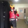 新聞紙で仮面ライダーの全身スーツも自作できるのでは
