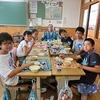 おすもうさんとの交流会⑩ 6年生:おすもうさんと会食&番付表
