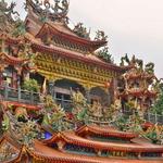 「神の蝶カレハモンシロチョウ」が舞う「受鎮宮(Alishan Shouzhen Temple)」と「香林拱橋」