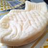 ローソン「もっちりとした白いたい焼き(カスタード)」ところで、たい焼きは頭から食べますか?しっぽから食べますか?私は…、