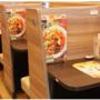 【朗報】ガスト「ひとり客向けボックス席」がまるでネットカフェと話題!SNSで9万人超「いいね」と大反響!!