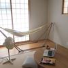 夏の寝室を、小さな茶の間に