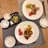 ごはん、豚肉の味噌漬け、ミニトマトとマカロニサラダとキャベツと人参ナムル