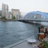 隅田川を眺めながら。