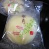 きょうのおやつは仙台銘菓「萩の月」ととうもろこし