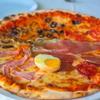 「お店で一番大きなピザをください!」