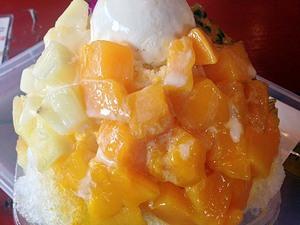 360度トロピカルな二郎風巨大かき氷!「琉冰」のアイスマウンテンで沖縄県産フルーツをとことん味わい尽くそう