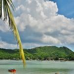 タオ島ではまずレンタサイクルにて、島の主なビーチを訪ねるようと思い、まずは南のシャロクバーンカオ湾へ。。。