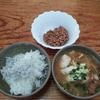 卵入り味噌汁と納豆としらす飯