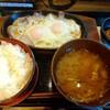 町田「しんぱち食堂」で豚バラ目玉焼き定食を食べる。小田急町田駅からすぐの和定食屋なので気軽に行けるお店です。