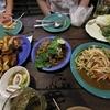 バンナーの(Pa Nuek Khao Suan Kwang Grilled Chicken)で夕食。ソムタムを食ってきた。