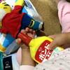 木工用ボンドをしまじろうの仲間と思い込む娘 - 年子育児日記(3歳7か月,2歳1ヶ月)