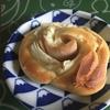 おこもりレシピ 今日のランチは焼きたてパン!ハムマヨオニオンパンをつくります。