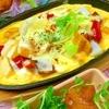 燻製根菜とパプリカの炙りチーズのせ鉄板オムレツ