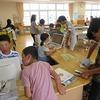 昼放課の図書館 ボランティアさんの飾り付け