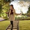 雨の合間に、夢の国のお庭でミニスカハロウィン散策