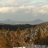 羽田から早馬山、亀山を眺める