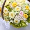 春らしい花摘みカゴブーケをプレ花嫁様へお届けしました。