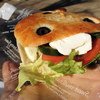 東浦和の「パン工房 風見鶏」で焼き豚のサンドイッチ、塩パン、石窯ハニークルミ、ミニカレーパン、大吟醸あんぱん、ソフトクリーム、王様のクリームパン。