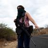 メキシコの女性自警団と麻薬ギャングとの戦い