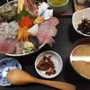伊豆・伊東で豪華海鮮丼なら 五味屋さんが一押し。 豪華海鮮山盛りのお任せは本当に山盛りです