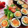 サーモンと卵でお花の巻き寿司(動画レシピ)