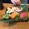 韓国人って蓋を皿がわりに本当にするんですね!? ちらし寿司のお重の蓋にネタを乗せてきたのにはびっくり!