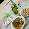 香港地元飯、ダイパイトン:ガチョウの腸の醤油炒め、鶏の脚のおつまみ、レンコン餅(祥記鶏鍋小廚、漁光道街市熟食中心、石排湾)