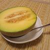 メロンは半切りで食べるのが最高に美味しい(山形県酒田市ふるさと納税)
