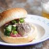 野菜が甘くてウマいトルコの「羊飼いのサラダ」。サバ缶でサバサンド風にしてビール飲むと最高