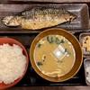 【コスパ!】新宿にある定食屋さん「しんぱち食堂」は、朝から晩までいつでも焼き魚定食が食べられるメッチャ便利なお店ですよ!