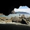 奄美大島ホノホシ海岸に行ってみた。一面の丸い石と洞窟があるパワースポットです。アクセス・見所まとめ。