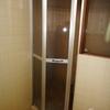 旧トーヨーサッシ 浴室中折れドア交換