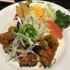 森林鶏唐揚げネギソース  肉質の柔らかい「森林鶏」 をじっくりと揚げて、中はジューシー、 衣はサックリ。 油淋鶏風の手作りソースで。   (十穀米御膳)¥1,400 (御膳)¥1,200 (単品) ¥900