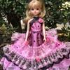 ピンクと黒のドレス