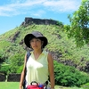 セントルシア 背景はロドニーベイの砦