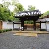 京都 青モミジのひっそりと建つ直指庵