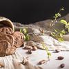 《お菓子とデザイン》【THEOBROMA(デオブロマ)】「奥渋チョコレート「ハチ」 2-9個入」のパッケージ♬