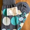 最近買ったもの二つ。靴下と「半分、青っぽい」